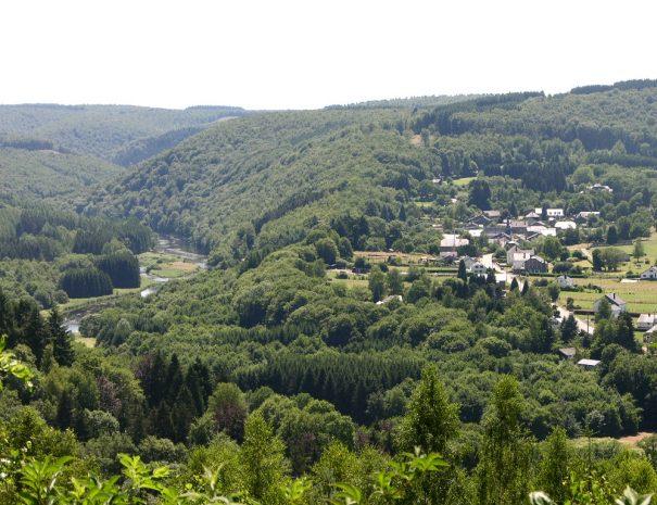 2006 - Laforêt - été - Semois - village (JM Verday)